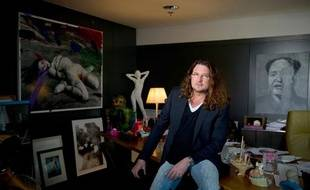 Photo de Jacques Antoine granjon, dans son bureau de Saint-Denis, le 23 mars 2010.
