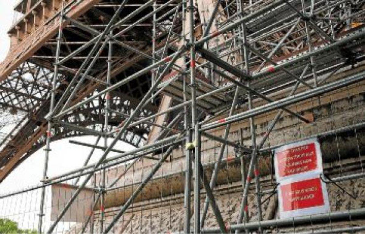 L'accès à l'échafaudage du pilier ouest de la tour Eiffel était mal fermé, selon la police. –  J. JUNG / 20 MINUTES