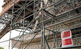L'accès à l'échafaudage du pilier ouest de la tour Eiffel était mal fermé, selon la police.