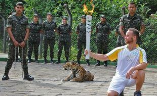 Le jaguar Juma, ici lors de la cérémonie du passage de la torche, s'est échappé peu après.