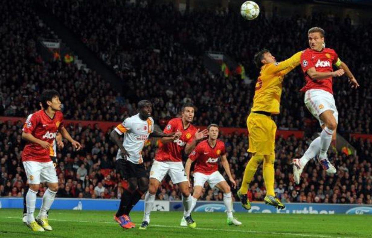 Le défenseur central serbe et capitaine de Manchester United Nemanja Vidic, 30 ans, va manquer les huit prochaines semaines de compétition en raison d'une blessure à un genou, a annoncé mardi le club de Premier League. – Andrew Yates afp.com