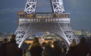Le 8 décembre 2017, en hommage à Johnny Hallyday, mort quelque jours plus tôt, le message «Merci Johnny» s'affiche en lettres lumineuses sur la tour Eiffel.