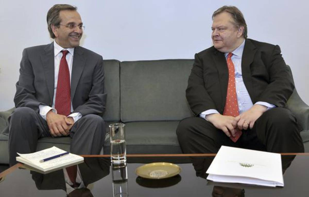 Le leader de Nouvelle Démocratie, Antonis Samaras (à gauche) et son homologue du Pasok, Evangélos Vénizélos, le 18 juin 2012, à Athènes (Grèce). – POOL NEW / REUTERS