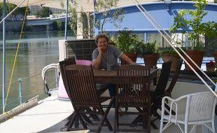 Geneviève Brichet vit depuis 33 ans sur le Rhône à bord du Balthazar.
