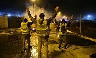 Des «gilets jaunes» ont tenté de bloquer le dépôt pétrolier du Mans, le 29 novembre 2018.