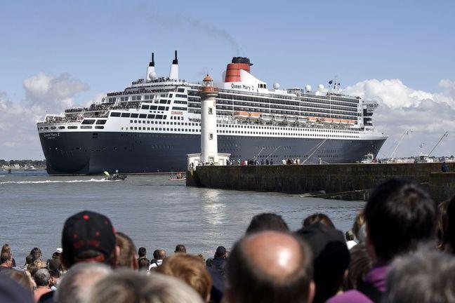 Des milliers de personnes ont assisté au départ du Queen Mary 2.