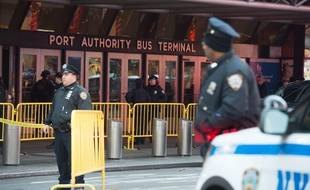 Une explosion d'origine inconnue est survenue lundi 11 décembre 2017 au matin au centre de Manhattan, près de la gare routière de Port Authority.