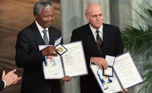Nelson Mandela aurait-il pu refuser le prix Nobel de la paix, qui lui fut remis le 10 décembre 1993, il y a tout juste vingt ans? La question fut très sérieusement posée par ses camarades de lutte fâchés qu'il ait à partager cet honneur avec le dernier président de l'apartheid Frederik de Klerk.