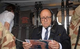 Le ministre de la Défense Jean-Yves Le Drian à Gao le 25 février 2017