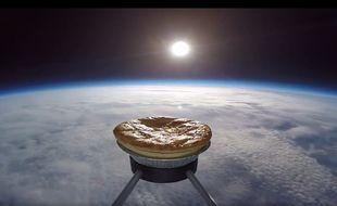 Capture d'écran de la tourte envoyée dans l'espace depuis Wigan en Angleterre.