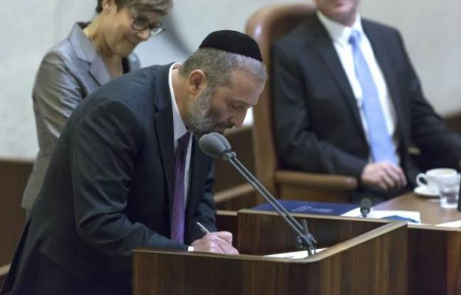 Le ministre de l'Economie israélien Arye Deri, le 14 mai 2015 à la Knesset