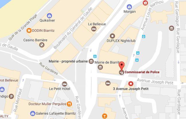 648x415 trois-hommes -installes-sous-arcades-mairie-juste-cote-commissariat.jpg 417de13eecc