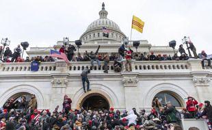 Des manifestants pro-Trump devant le Capitole à Washington, le 6 janvier 2021.