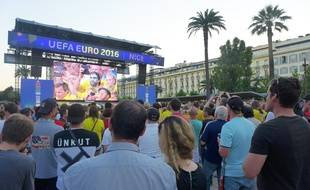 Dans la fan-zone, à Nice.