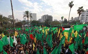 Des Palestiniens fêtent leur «victoire» sur Israël à Gaza, le 22 novembre 2012.