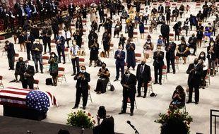 Le public applaudit lors du service funèbre donné à Troy (Alabama) à la mémoire de John Lewis, le 25 juillet 2020.
