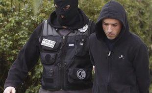 Mikel Irastorza (à droite), lors de son arrestation à Ascain, le 5 novembre.