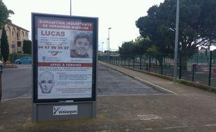 La photo de Lucas et le portrait-robot du témoin recherché par le SRPJ de Montpellier sont affichés sur une centaine de panneaux d'affichage et d'abri-bus dans le département de l'Hérault