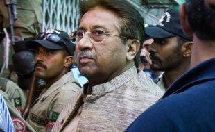 L'ancien président pakistanais Pervez Musharraf arrive à son procès à Islamabad le 17 décembre 2019.