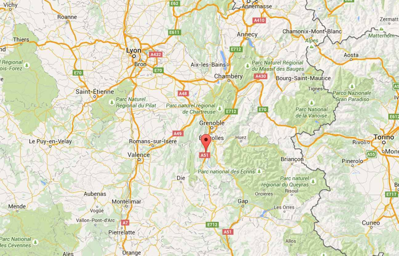 Isère: Des enfants évacués d'un bus en feu sur l'autoroute