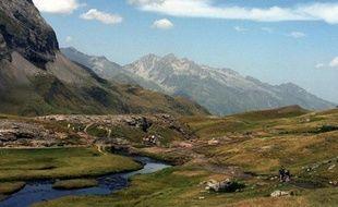 Les chartes des parcs nationaux des Ecrins, du Mercantour et des Pyrénées, qui permettront notamment d'en préserver les paysages et la biodiversité, viennent d'être approuvées par Delphine Batho, la Ministre de l'Écologie, selon un communiqué de son ministère.