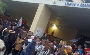 Les élèves n'ont pu accéder  aux salles de cours du Lycée Jules Guesde où devaient se dérouler les épreuves