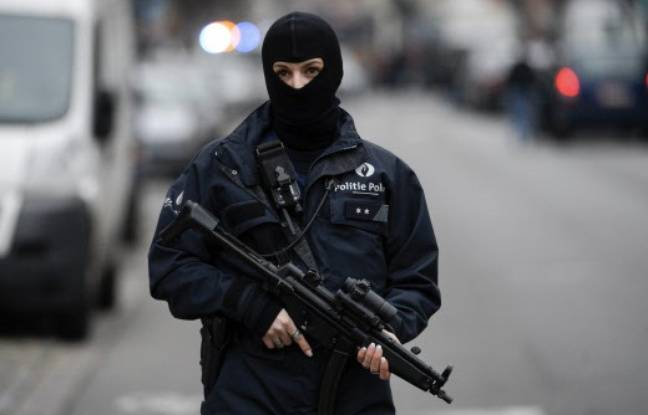 Un membre des forces de police belges à Molenbeek le 16 mars 2016