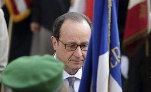 Le président François Hollande lors des cérémonies du 70e anniversaire de la capitulation allemande qui a mis fin à la II guerre mondiale, le 8 mai 2015 à Paris, quelques heures avant son départ vers les Antilles