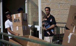 L'évacuation des colons juifs du quartier d'Oulpana, dans la colonie de Beit El en Cisjordanie, s'est poursuivie jeudi et devait s'achever dans la journée à la suite d'une décision de la justice israélienne, a indiqué à l'AFP un responsable du ministère de la Défense.