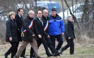 La chancelière Allemande, le président Français,  le Premier ministre Espagnol, le maire du Vernet et de Prads, arrivent dans la commune du Vernet, en mars.