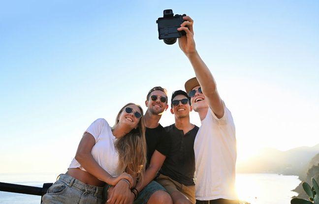 Des selfies possibles, mais l'écran de visée situé sous l'appareil.