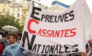 Les étudiants en médecine mardi 27 juin 2017 lors d'une manifestation devant le ministère de l'Enseignement