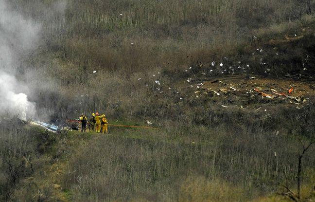 Des pompiers interviennent sur le lieu du crash à Calabasas, en Californie, le 26 janvier 2020.