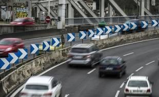Des voitures sur l'autoroute A7 à Lyon, le 4 avril 2015