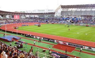 Au meeting d'athlétisme de Paris, au stade Charléty, pour tenter d'échapper à la folie du Mondial.