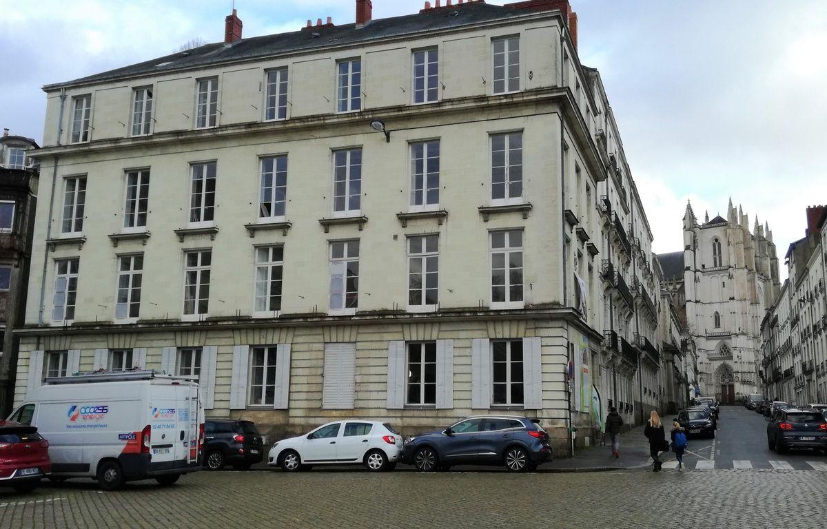 https://img.20mn.fr/sc47aF35TVmRz3xGlrqQ1Q/1200x768_dix-logements-sociaux-crees-immeuble-angle-place-roger-salengro-rue-roi-albert.jpg