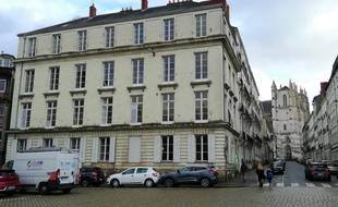 Dix logements sociaux sont créés dans cet immeuble à l'angle de la place Roger-Salengro et de la rue du Roi-Albert.