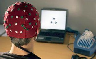 Des signaux électriques sont émis par notre cerveau en fonction de l'activité du sujet.