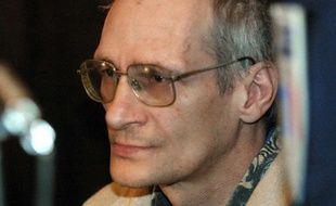 Francis Heaulme à l'ouverture de son procès, le 3 décembre 2001 au palais de justice de Metz