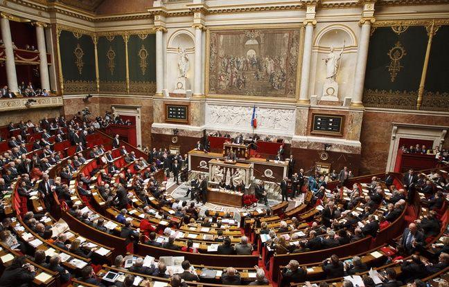 Débat sur l'immigration: La majorité LREM avance en terrain miné