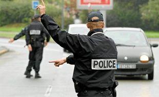 En général, les policiers effectuent leurs contrôles sur les aires d'autoroute et pas sur la bande d'arrêt d'urgence.