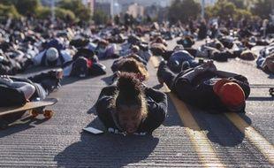 Des manifestants allongés au sol à Portland en hommage à George Floyd, le 2 juin 2020.