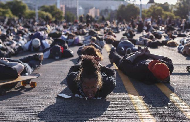 Des manifestants allongés au sol à Portland.