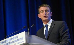 Le Premier ministre Manuel Valls donne une conférence de presse sur la stratégie de la France pour améliorer sur la sécurité numérique