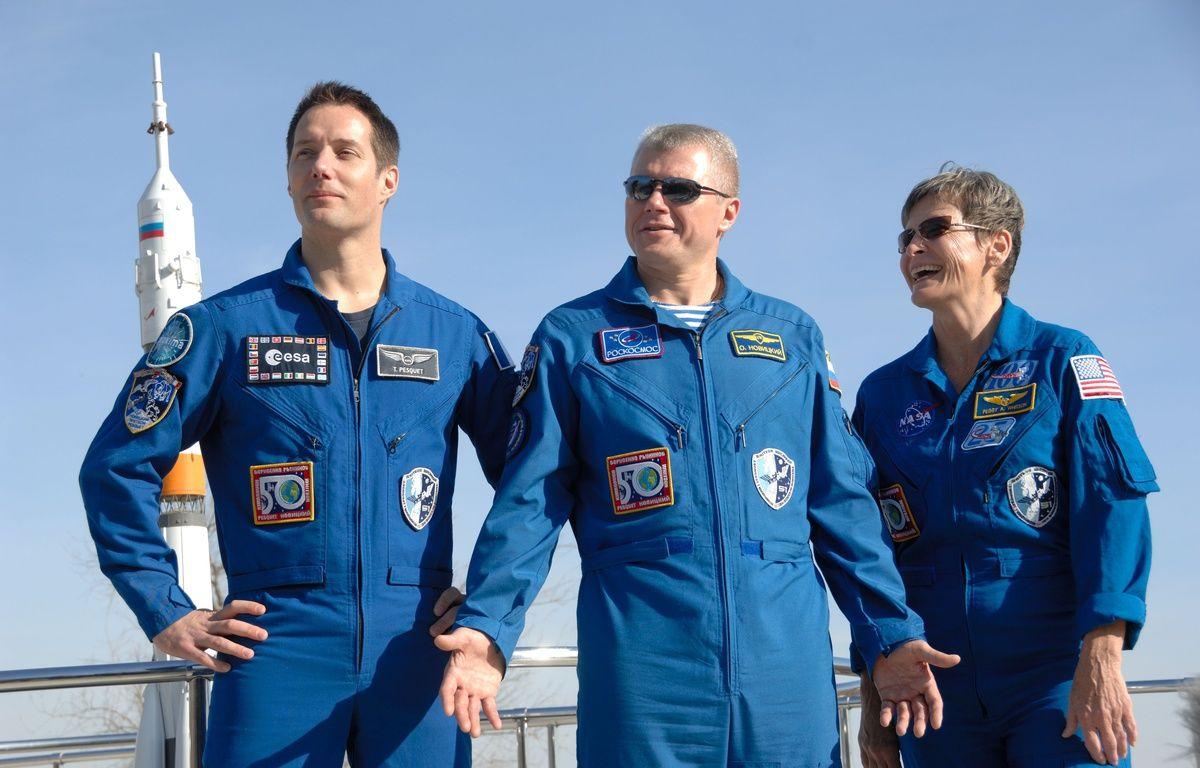 Photographiés le 10 novembre à Baïkonour, le Français Thomas Pesquet (à droite), aux côtés de l'Américaine Peggy Whitson et du russe Oleg Novitsky, partent pour la Station spatiale internationale le 17 novembre 2016. – SIPA