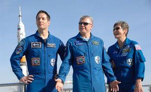 Photographiés le 10 novembre à Baïkonour, le Français Thomas Pesquet (à droite), aux côtés de l'Américaine Peggy Whitson et du russe Oleg Novitsky, partent pour la Station spatiale internationale le 17 novembre 2016.