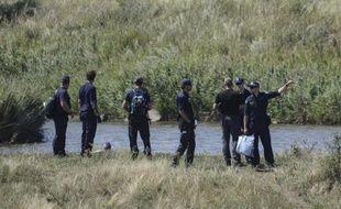 Des experts néerlandais sur le site du crash du vol MH17 dans le village de Grabové, à l'est de Donetsk, le 2 août 2014