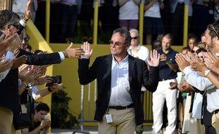 Haie d'honneur pour Bernard Hinault, à l'issue du Tour de France 2016.