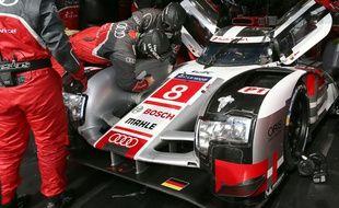 Tout au long de la saison jusqu'au jour de la course, les teams des écuries font tout pour préparer les voitures à tenir pendant 24 Heures.