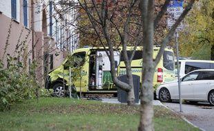 L'ambulance volé à Oslo, en Norvège, a fini sa course dans le portail d'une maison, le 22 octobre 2019.